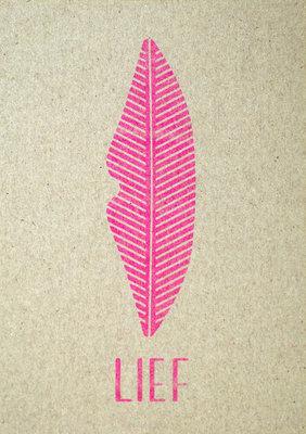 lief | A6 Riso ansichtkaart fluor pink